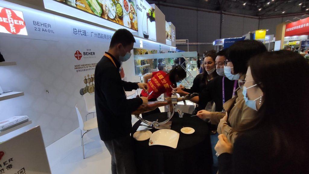 Bernardo Hernández lleva sus productos ibéricos a China